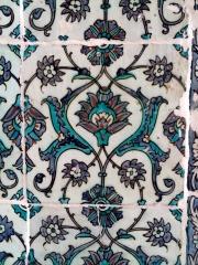 Fayencen im Topkapi. Die Technik der Kachelbemalung mit floralen Mustern war in ganz Europa berühmt.